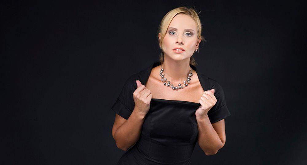 Сделать меньше вырез на груди на платье