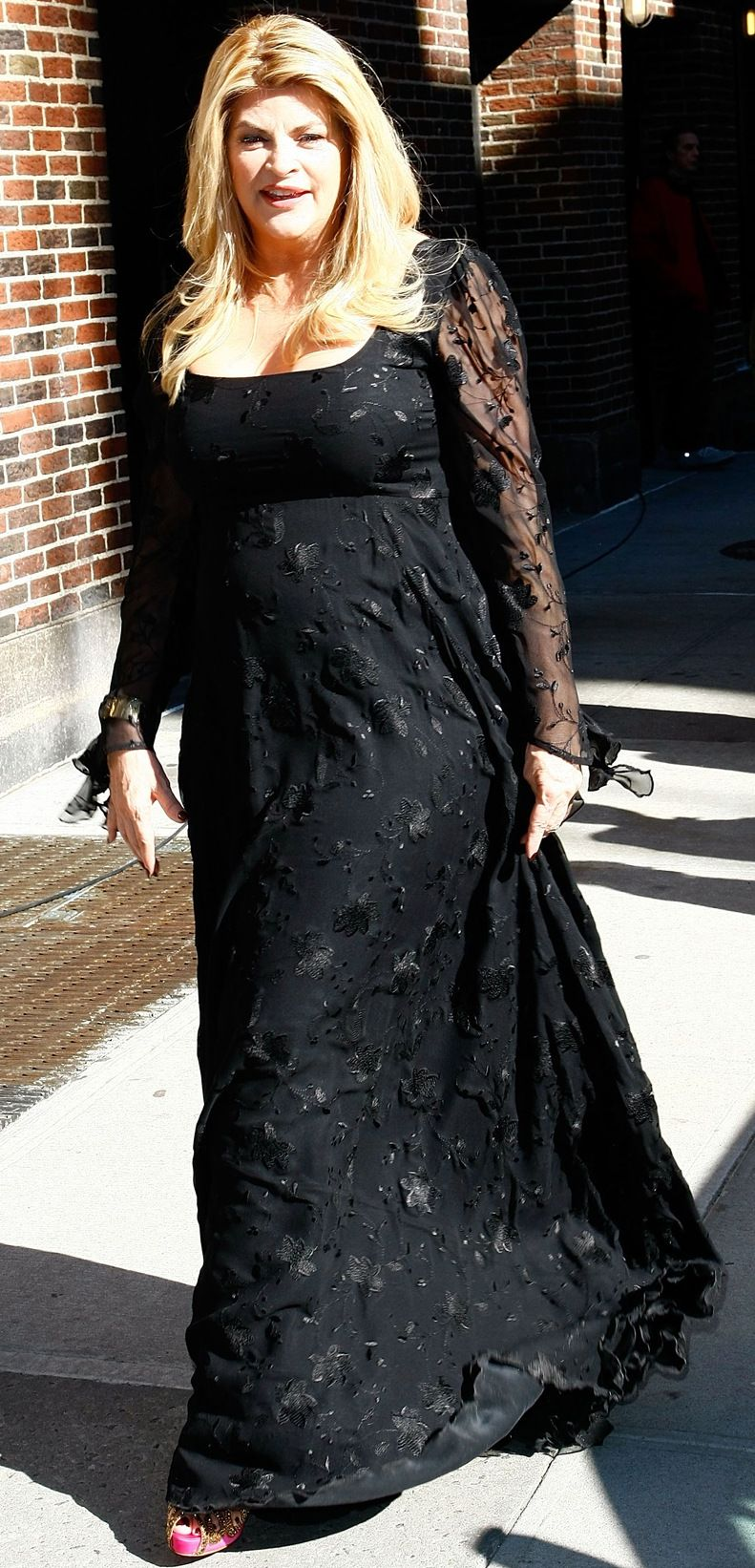 В черном платье в пол