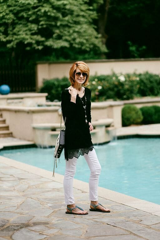 the-middle-page-black-lace-top