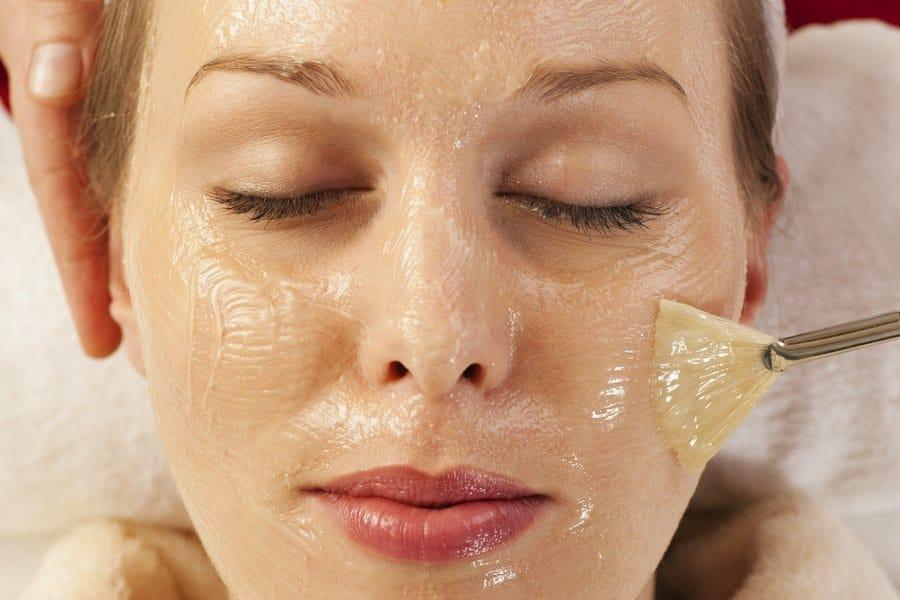 затем смыть водой маски пленки