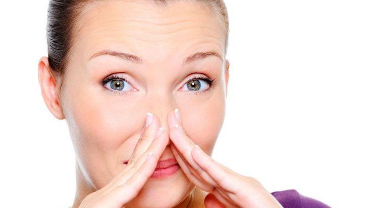 почему пахнет изо рта при здоровых зубах